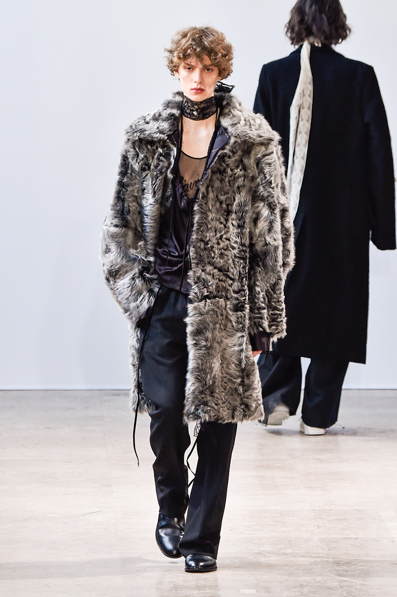 Ann Demeulemeester Fall 2017 Paris Men's Fashion Week 4