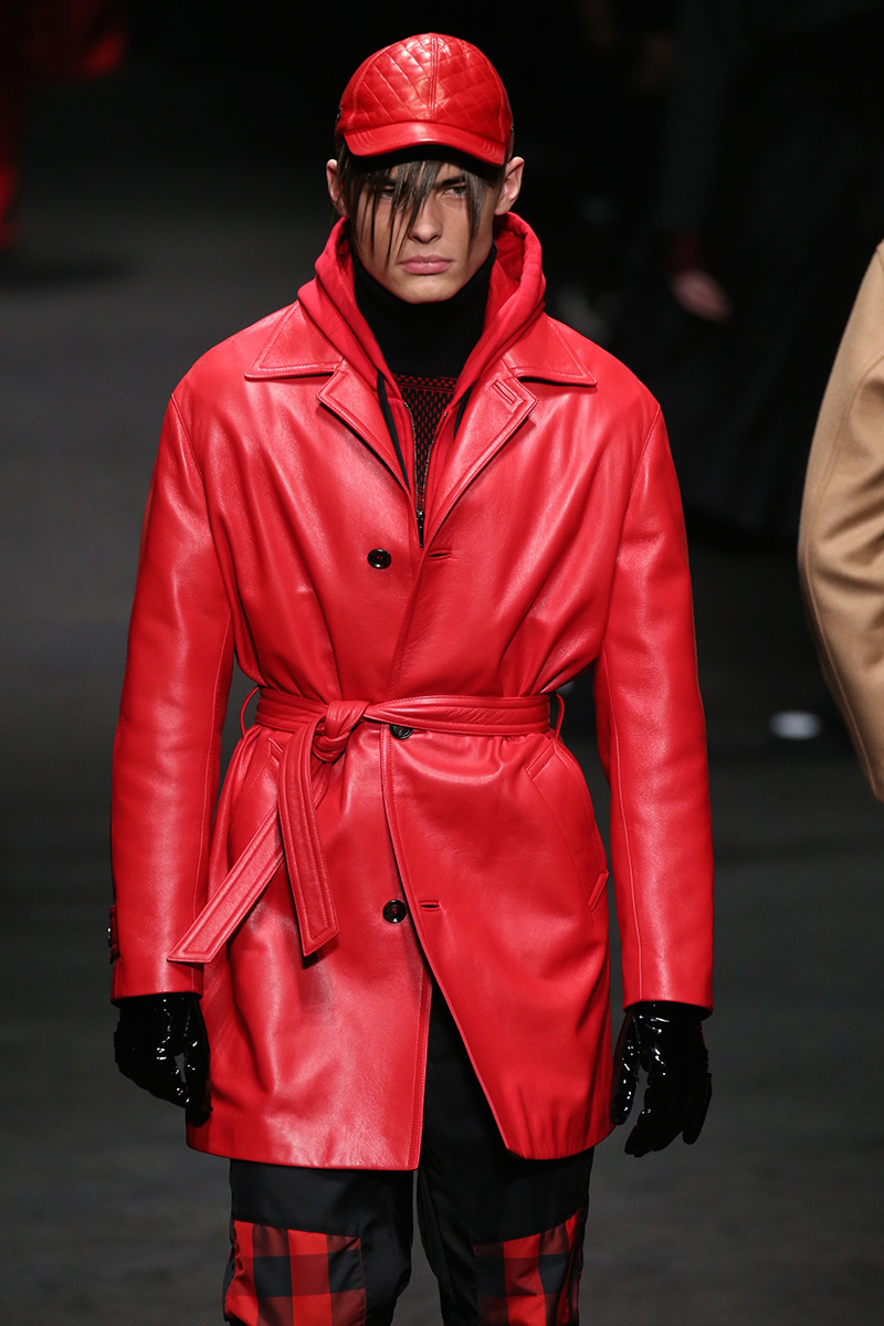 Versace Fall 2017 Milan Men's Fashion Week Runway