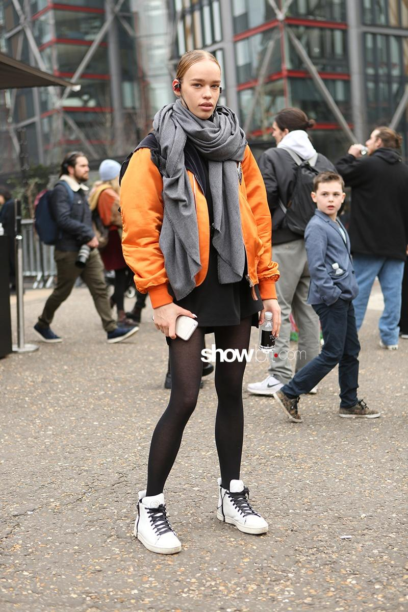 Street Style London Fashion Week Fall 2017 Showbit