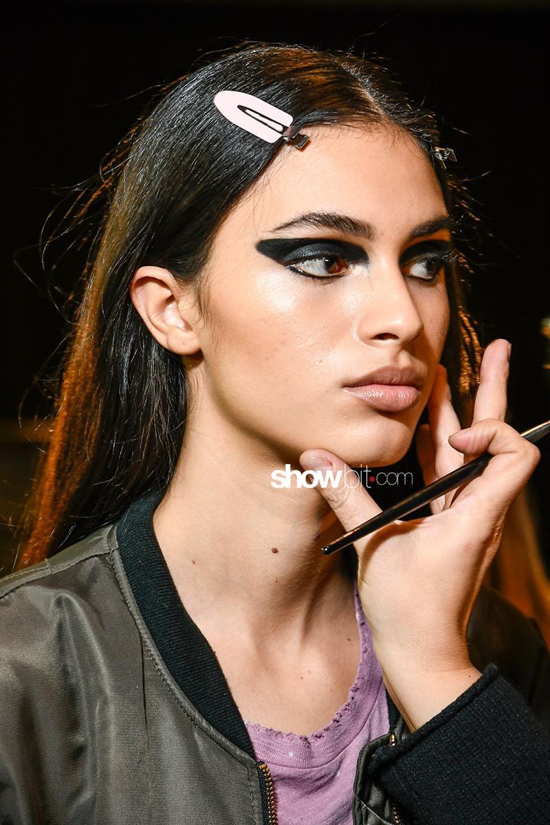 Versace FW17 Makeup MFW