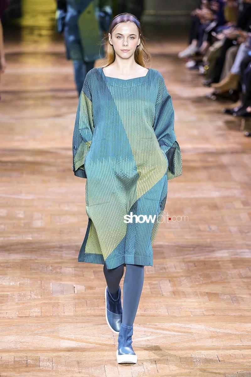 Issey Miyake F17 Paris Fashion Week