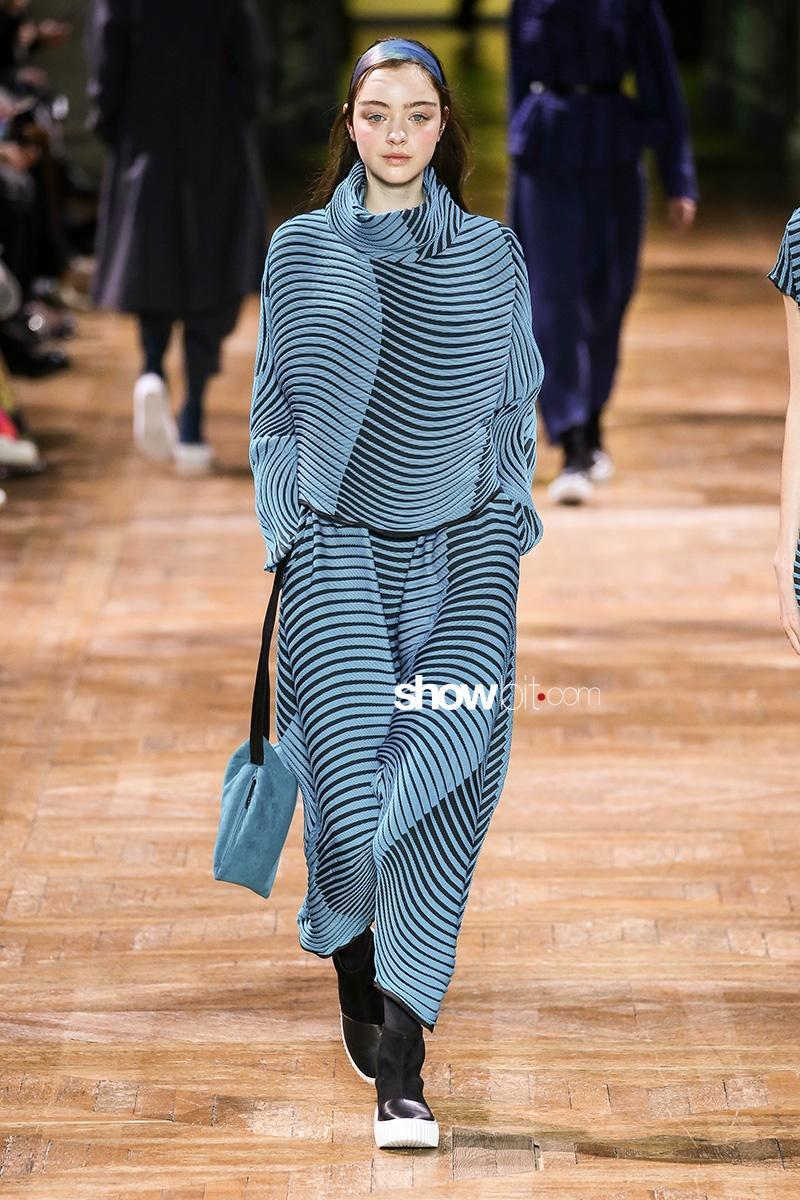 Issey Miyake FW17 Paris Fashion Week