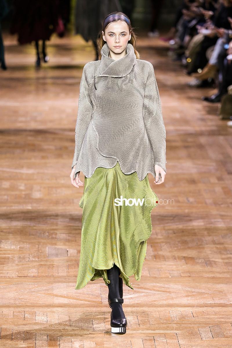 Issey Miyake women Fall 2017 Paris Fashion Week