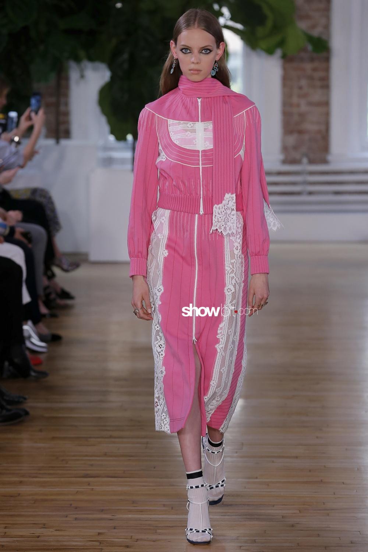 Valentino Resort 2018 Pink