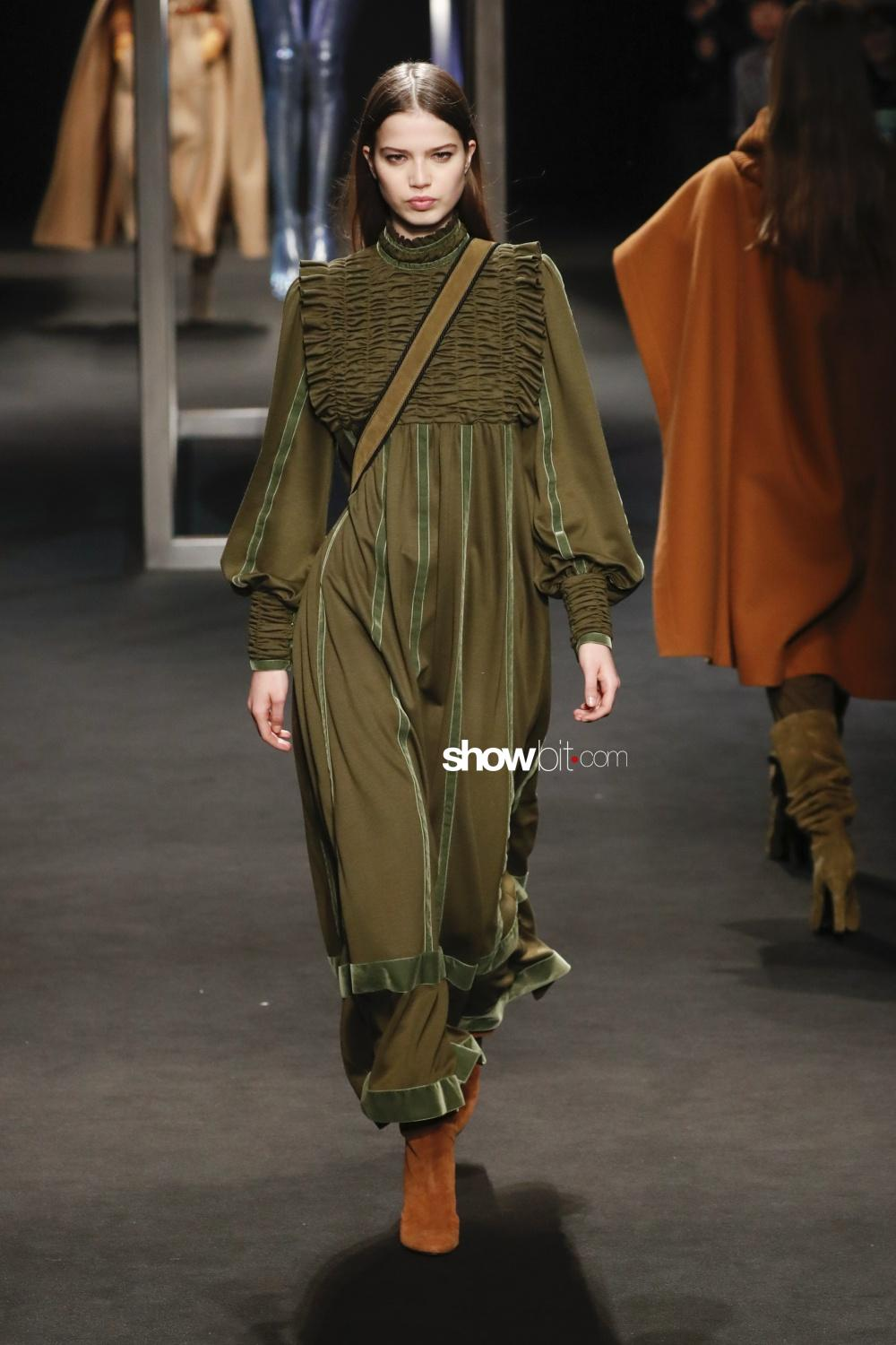Alberta Ferretti Woman Fall Winter 2018 Milano