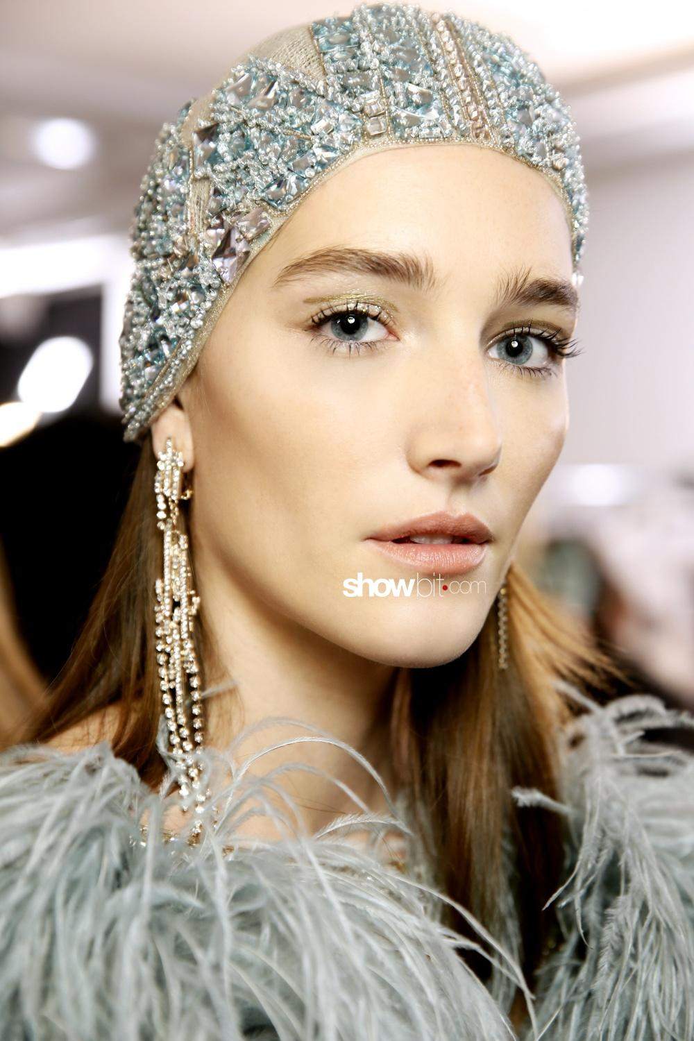 Elie Saab beauty backstage woman haute couture spring 2018 paris