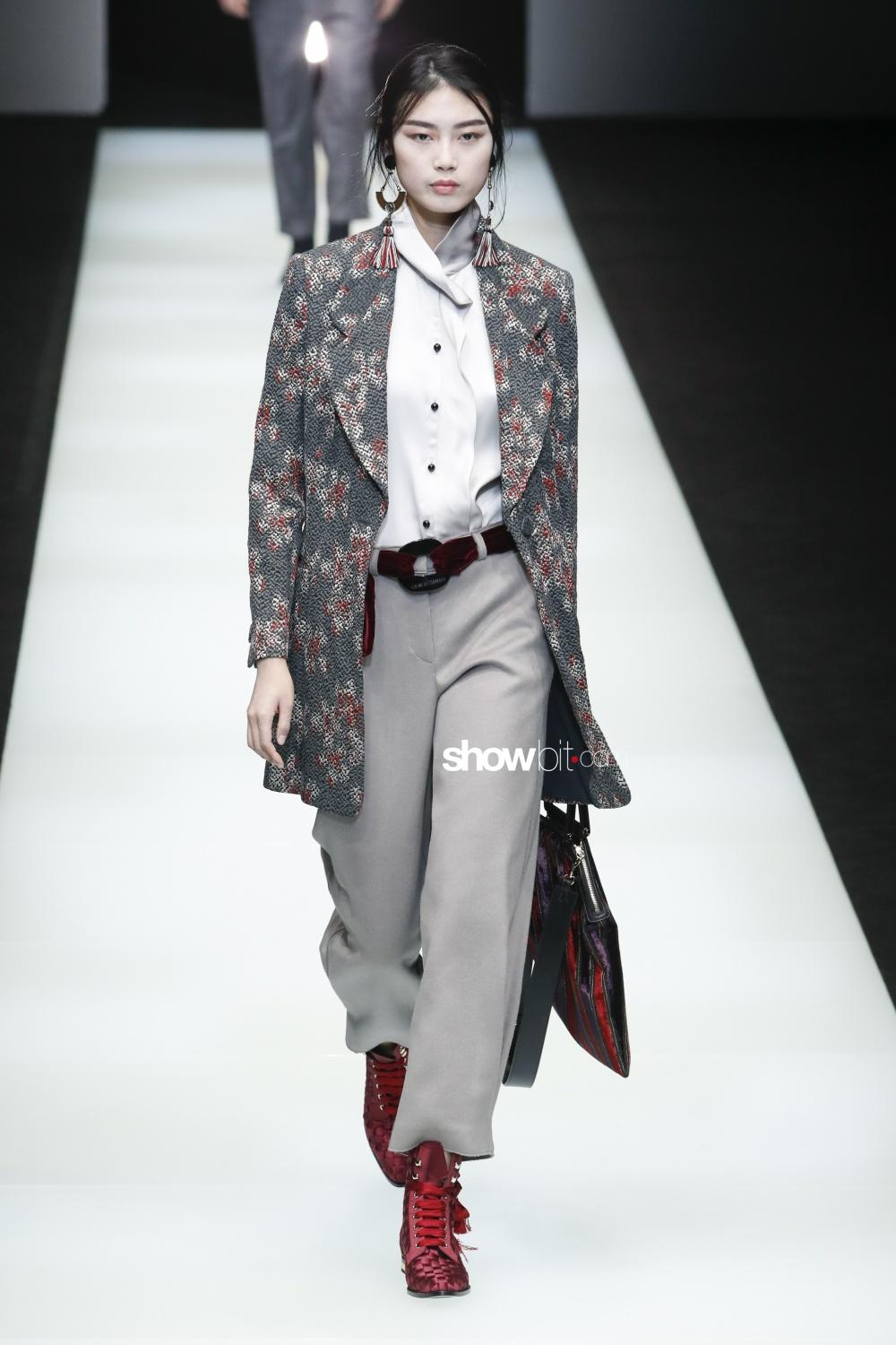 Giorgio Armani Woman Fall Winter 2018 Milan