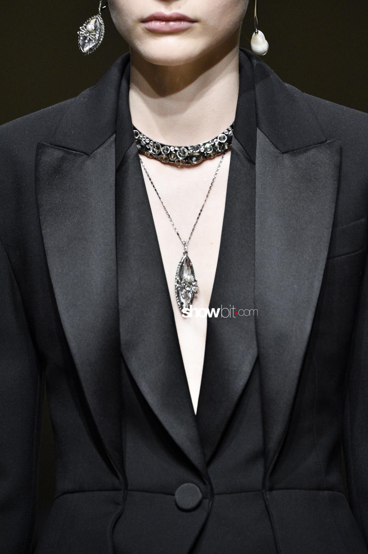Alexander McQueen close-up Woman Fall Winter 2018 Paris