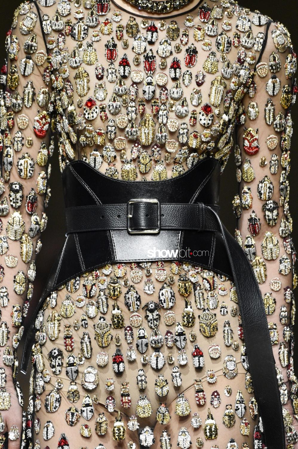 Alexander McQueen close-up Woman Fall Winter 2018 Paris