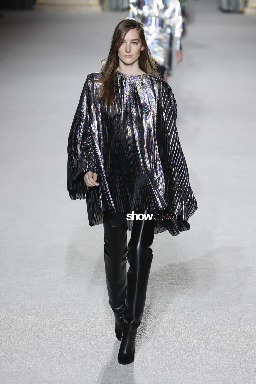 Balmain plissé Woman Fall Winter 2018 Paris