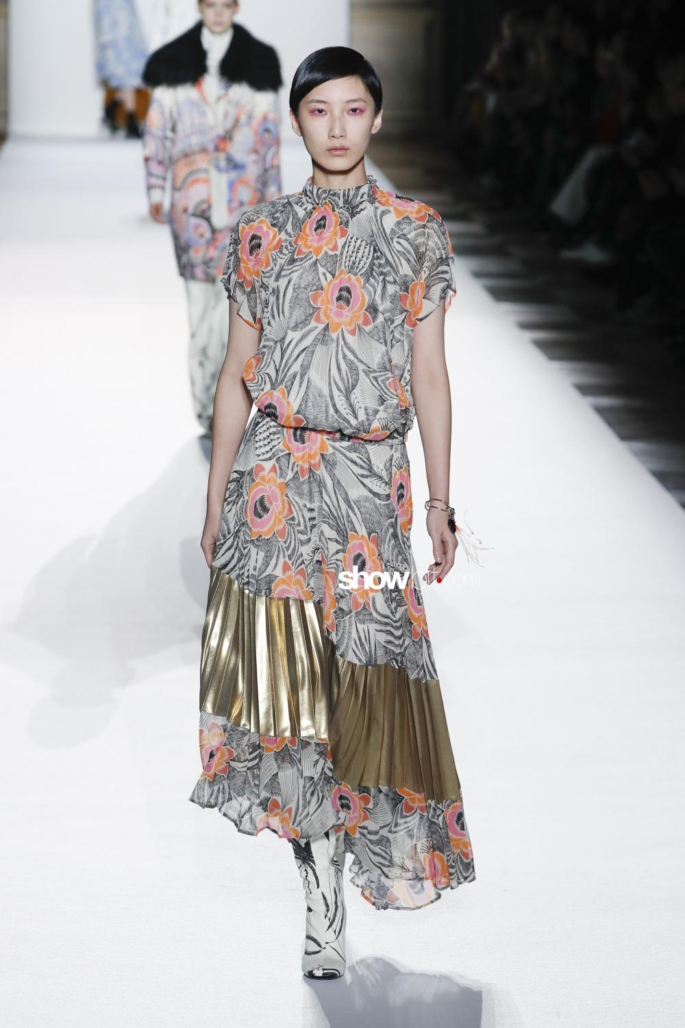 Dries Van Noten plissé Woman Fall 2018 Paris