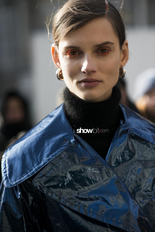 Dries Van Noten people street style Woman Fall Winter 2018 Paris