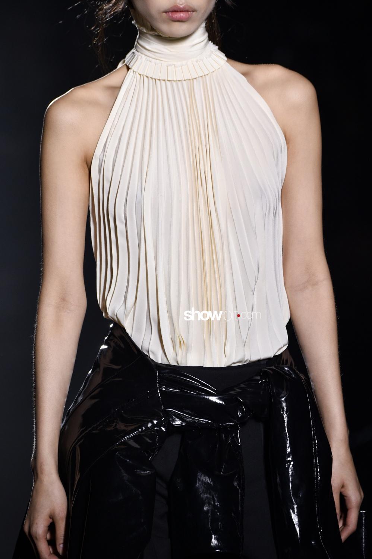 Haider Ackermann close-up plissé Woman Fall Winter 2018 Paris