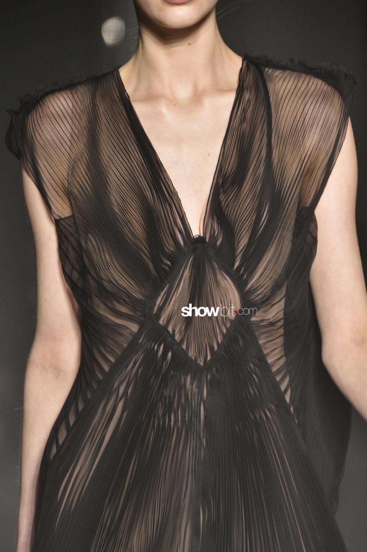 Lanvin close-up plissé Woman Fall Winter 2018 Paris
