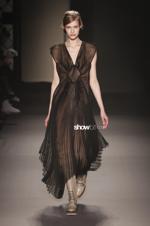 Lanvin plissé Woman Fall Winter 2018 Paris