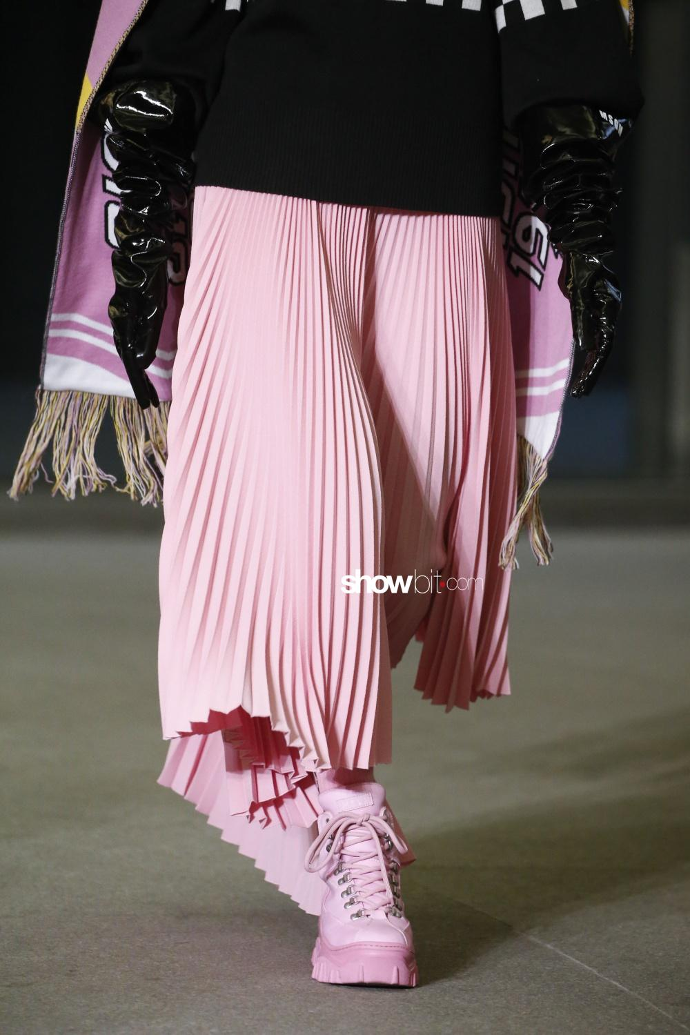 MSGM press close-up plissé Woman Fall Winter 2018 Milano