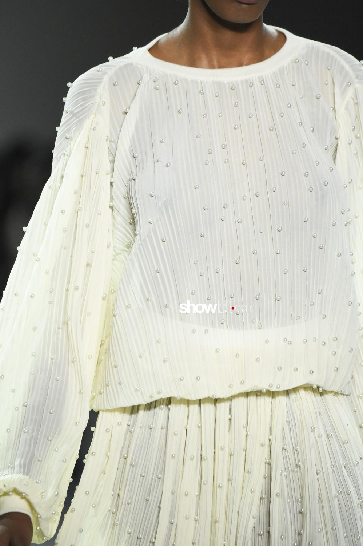 Marcel Ostertag close-up plissé Woman Fall Winter 2018 New York