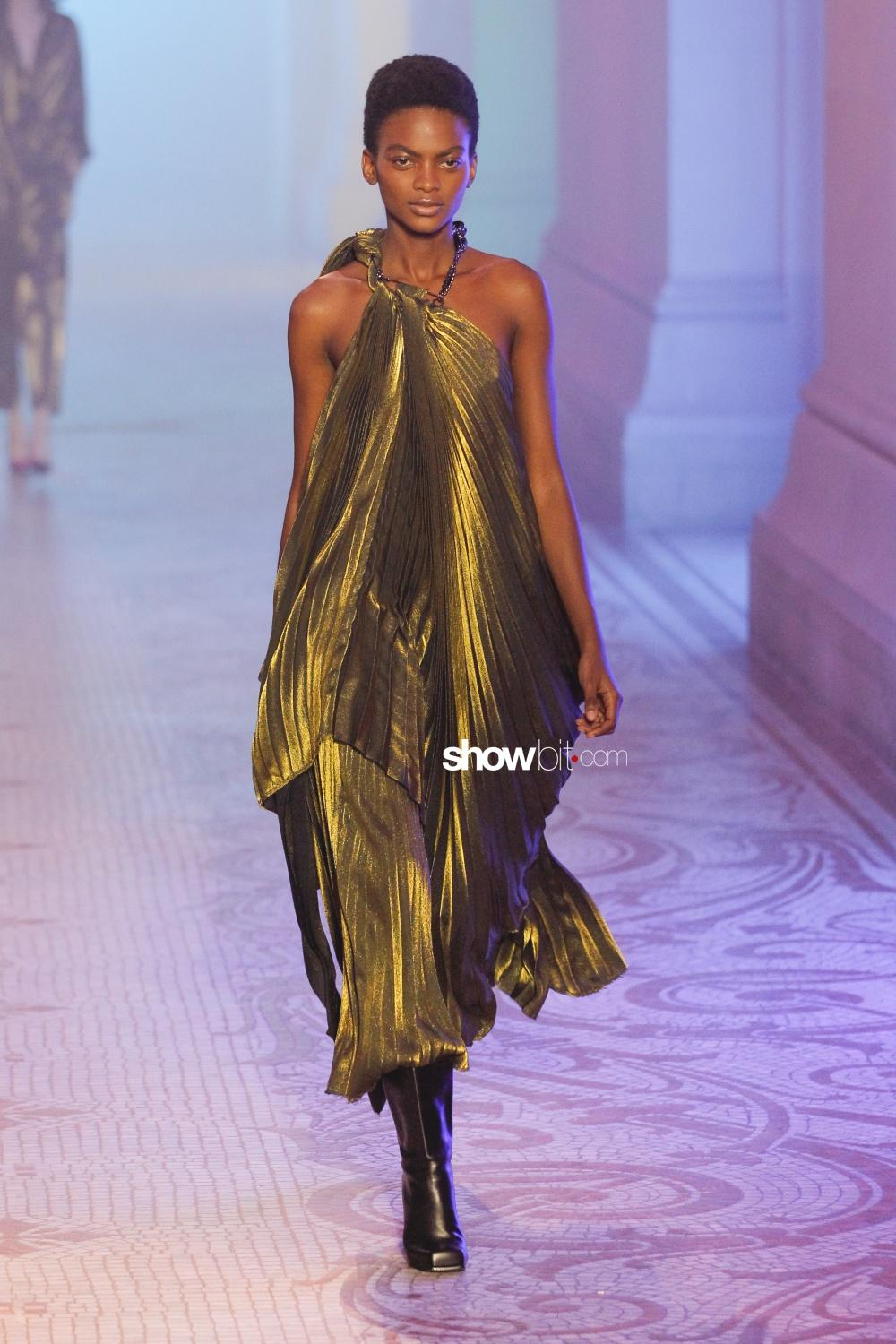 Poiret plissé Woman Fall Winter 2018 Paris
