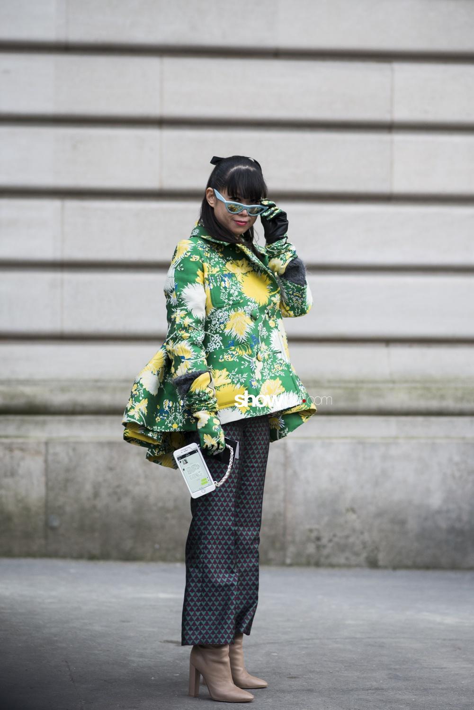 Rochas people street style Woman Fall Winter 2018 Paris