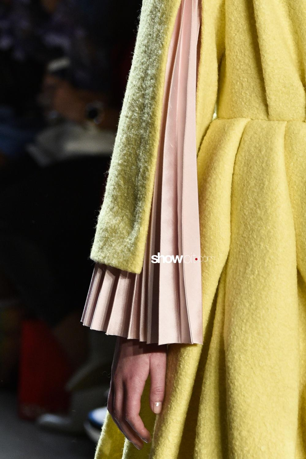 Son Jung Wan close-up plissé Woman Man Fall Winter 2018 New York