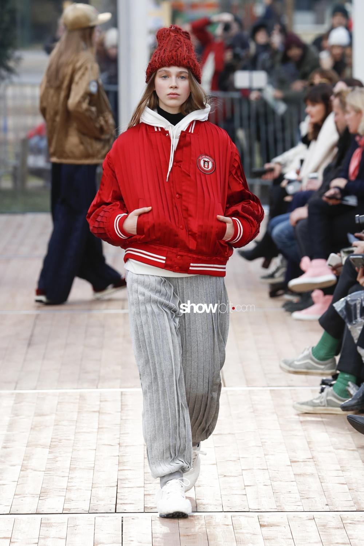 Undercover plissé Woman Fall Winter 2018 Paris