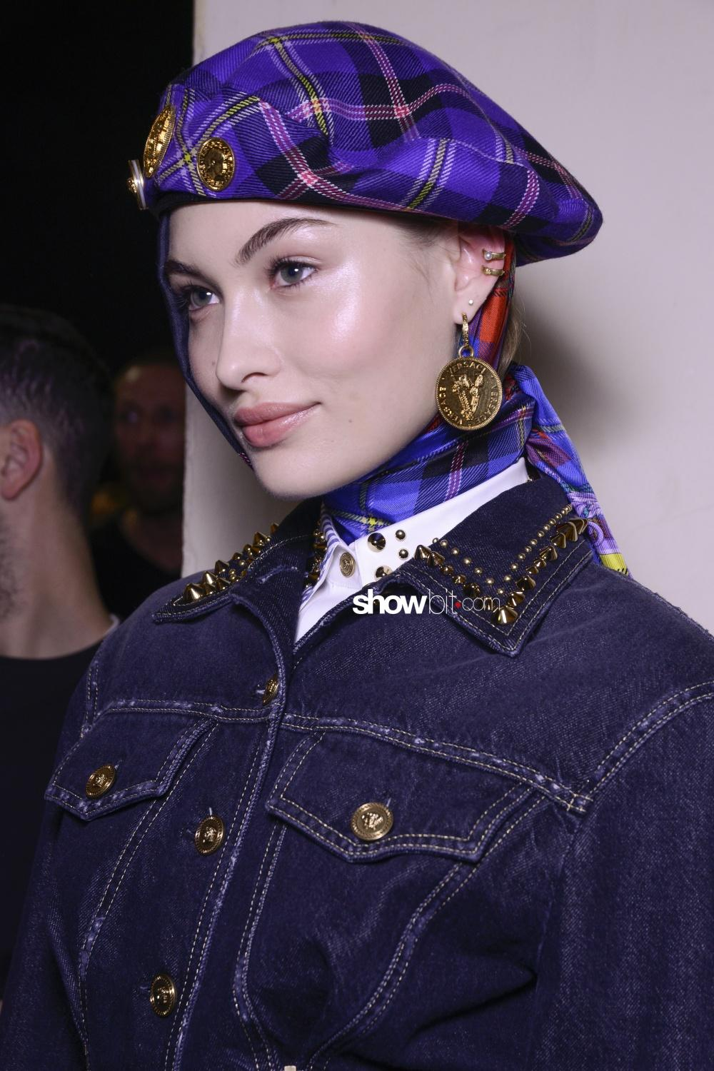 Versace backstage Woman Fall Winter 2018 Milano