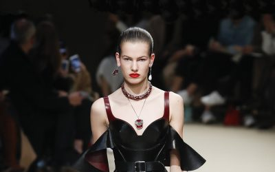 Alexander McQueen: Metamorphosis. A soft armor for women