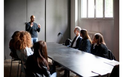University students discovering Milano's Fashion Business