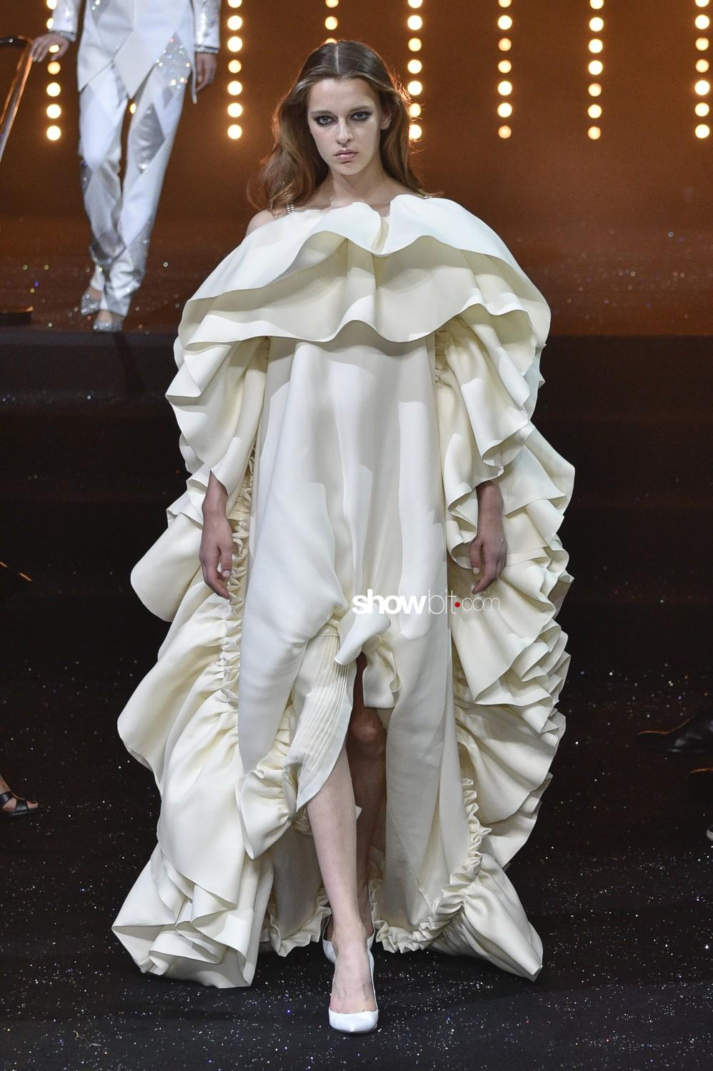 Viktor & Rolf Haute Couture Fall Winter 2018 Paris