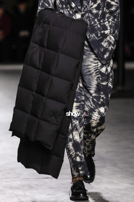 Dries Van Noten close-up Man Fall Winter 2019 2020 Paris