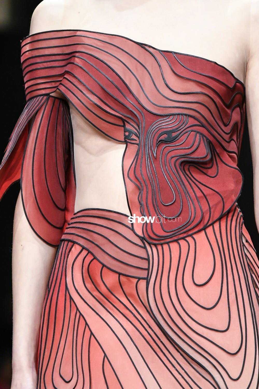 Iris Van Herpen close-up Haute Couture Spring Summer 2019 Paris