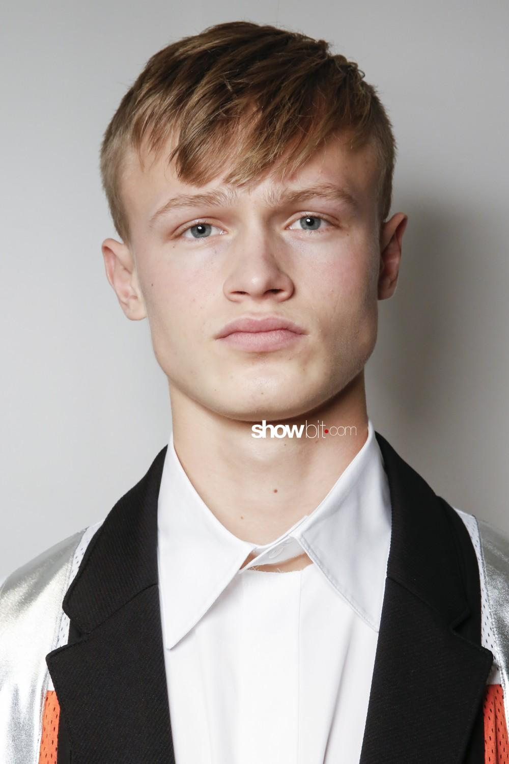 Louis Gabriel Nouchi beauty backstage Man Fall Winter 2019 2020 Paris