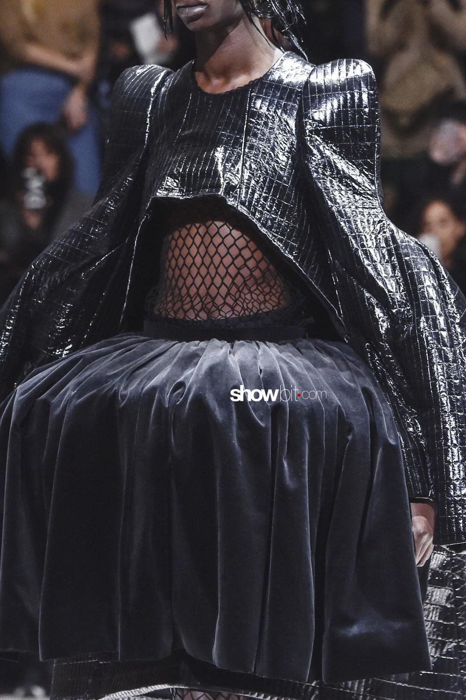 Comme Des Garcons close-up Women Fall Winter 2019 2020 Paris