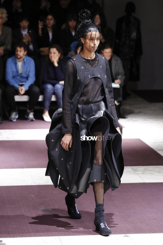 Comme Des Garcons Women Fall Winter 2019 2020 Paris