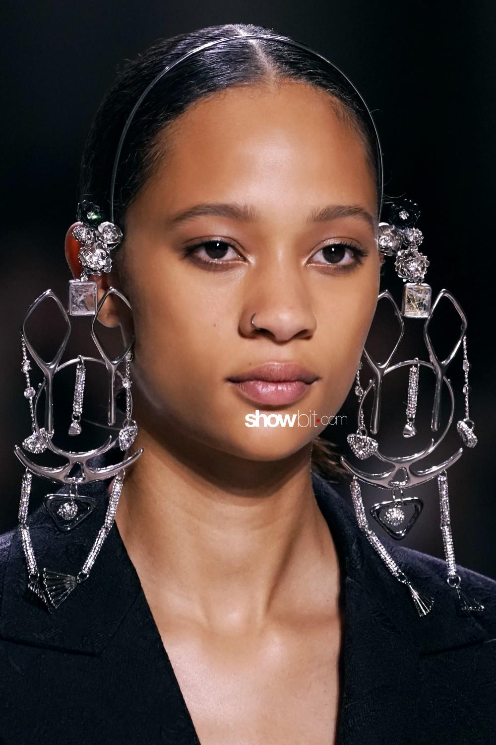 Givenchy beauty runway Haute Couture Fall Winter 2019 2020 Paris
