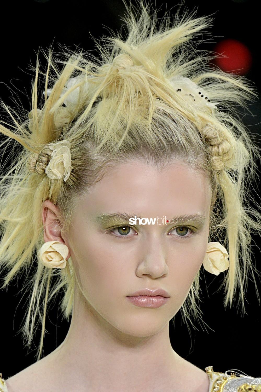 Guo Pei beauty runway Haute Couture Fall Winter 2019 2020 Paris
