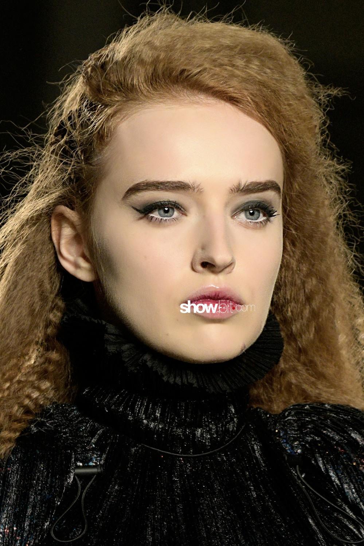 Julien Fournié beauty runway Haute Couture Fall 2019 2020 Paris