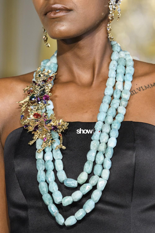 Baroqco close-up Haute Couture Spring 2019 Paris Accessories