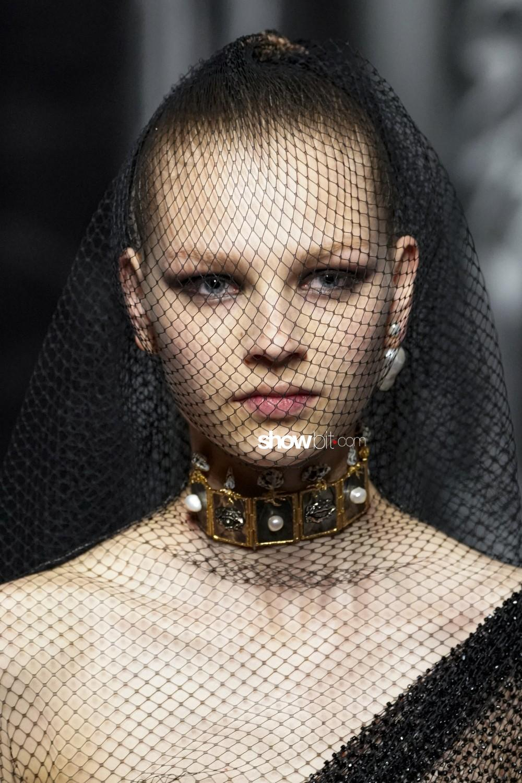 Christian Dior close-up Haute Couture Fall Winter 2019 Paris Accessories