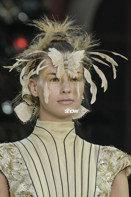 Guo Pei close-up Haute Couture Fall Winter 2019 Paris Accessories