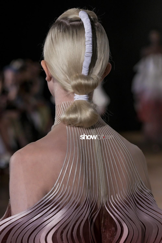 Iris Van Herpen close-up Haute Couture Fall Winter 2019 Paris Accessories