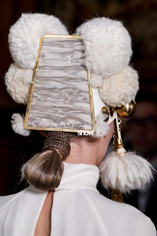 Valentino close-up Haute Couture Fall Winter 2019 Paris Accessories
