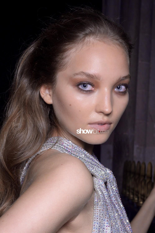 Julien Macdonald beauty backstage Women Spring Summer 2020 London