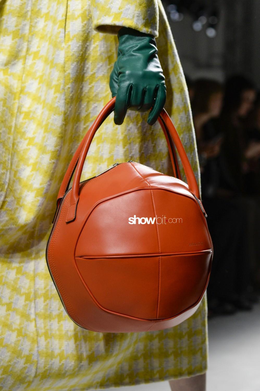 Annakiki close-up Women Fall Winter 2020 Milano bags