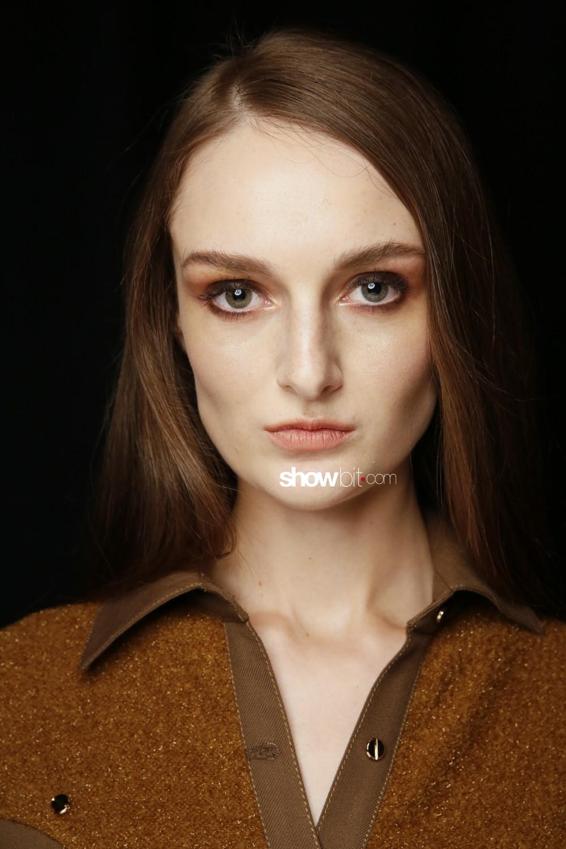 Vivienne Hu beauty backstage Women Fall Winter 2020 New York