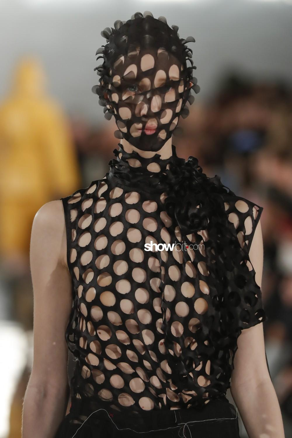 Maison Margiela close-up Women Fall Winter 2020 Paris