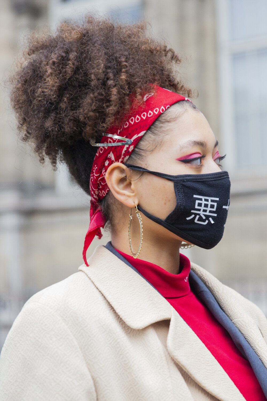 Yohji Yamamoto people street style Women Spring Summer 2021 Paris