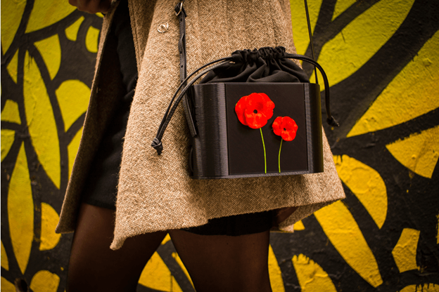 Go Bagly is adaptable to every occasion thanks to its interchangeable cover.
